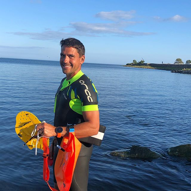 A perfect way to end the day 🏊‍♂️ #sustainableracingteam #sustainablelifestyle #srt #mindfulness ------------------------------------------ #sustainable #sustainableracing #wwf #tetrapaksverige #icasverige #polar #houdinisportswear #allagodavalräknas #medvetnaval #godförpackning #protectourwinterssweden #citynetwork #apoteket #silva  #hillebergthetentmaker #klattermusen #rehband #sportson #skånemejerier #nordicchoicehotels #collectingstories #huskypodcast #goodcompanie