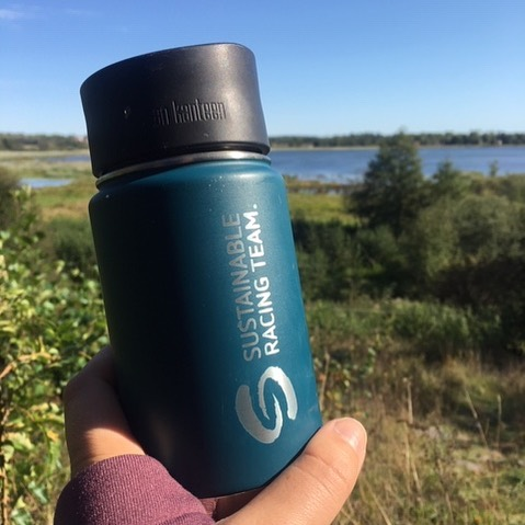 A good choice is to put this cup in your bag and this will be the only cup you need. Did you know that some coffee shops give you a discount if you bring your own cup? Thank you Kajsa at @houdinisportswear  for sharing your picture from yesterday's hike.  #sustainableracingteam #sustainablelifestyle #srt #mindfulness ------------------------------------------ #sustainable #sustainableracing #wwf #tetrapaksverige #icasverige #polar #houdinisportswear #allagodavalräknas #medvetnaval #godförpackning #protectourwinterssweden #citynetwork #apoteket #silva  #hillebergthetentmaker #klattermusen #rehband #sportson #skånemejerier #nordicchoicehotels #collectingstories #huskypodcast #goodcompanie