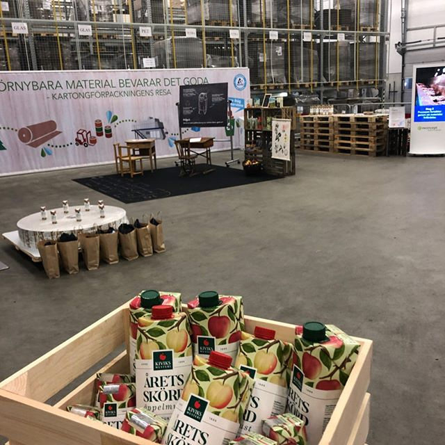 Besök oss under äppelmarknaden! Välkomna till kartongriket i @kiviksmusteri fabriken. Tävla och vinn en hel låda med goda förpackningar! Välkomna idag 11.00-15.30. #sustainableracingteam #sustainablelifestyle #srt #mindfulness ------------------------------------------ #sustainable #sustainableracing #wwf #tetrapaksverige #icasverige #polar #houdinisportswear #kiviksmusteri #allagodavalräknas #medvetnaval #godförpackning #protectourwinterssweden #citynetwork #apoteket #silva  #hillebergthetentmaker #klattermusen #rehband #sportson #skånemejerier #nordicchoicehotels #collectingstories #huskypodcast #goodcompanie