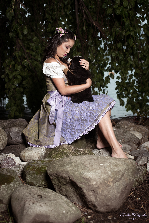 Dirndlshooting-mit-Berner-Sennenhund39_web.jpg