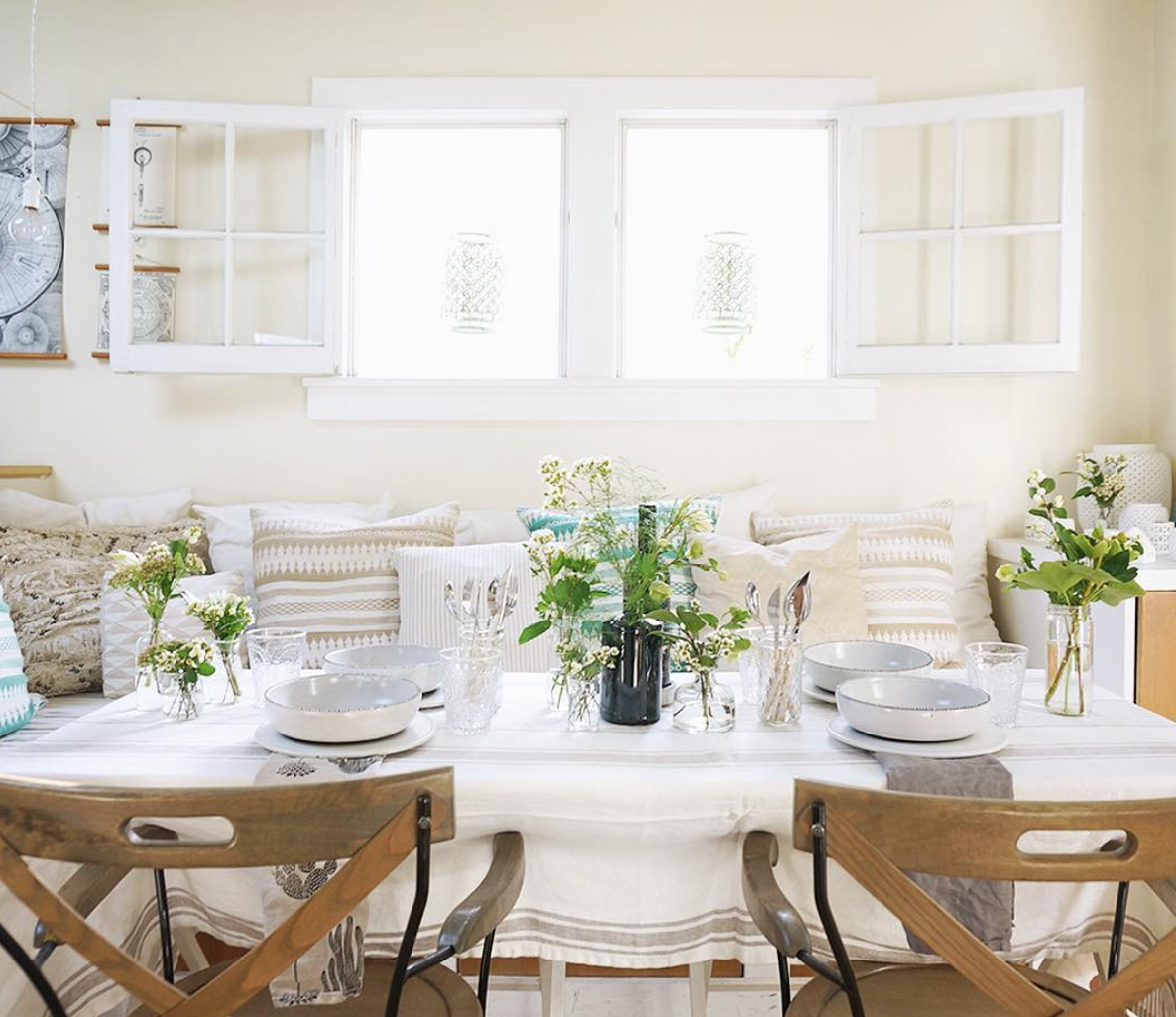 The beautiful and talented Whitney Leigh Morris inspires every day with her Tiny Canal Cottage on Instagram. Her simplistic style and small space shows us that large doesn't mean sh*t. Follow her for more: @whitneyleighmorris.