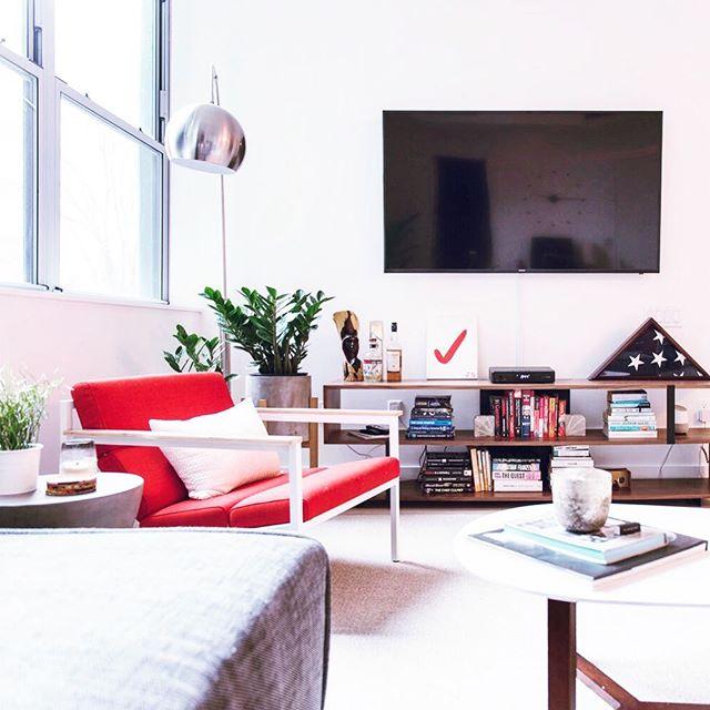 Heyyyyy it's Friday ya'llllll!!! Falling back into photos of JBC's Williamsburg project and still loving it ❤️ // 📷 @maganarama // #interiordesign #redesign #decor #williamsburg #homedecor #livingroom #livingroomdecor