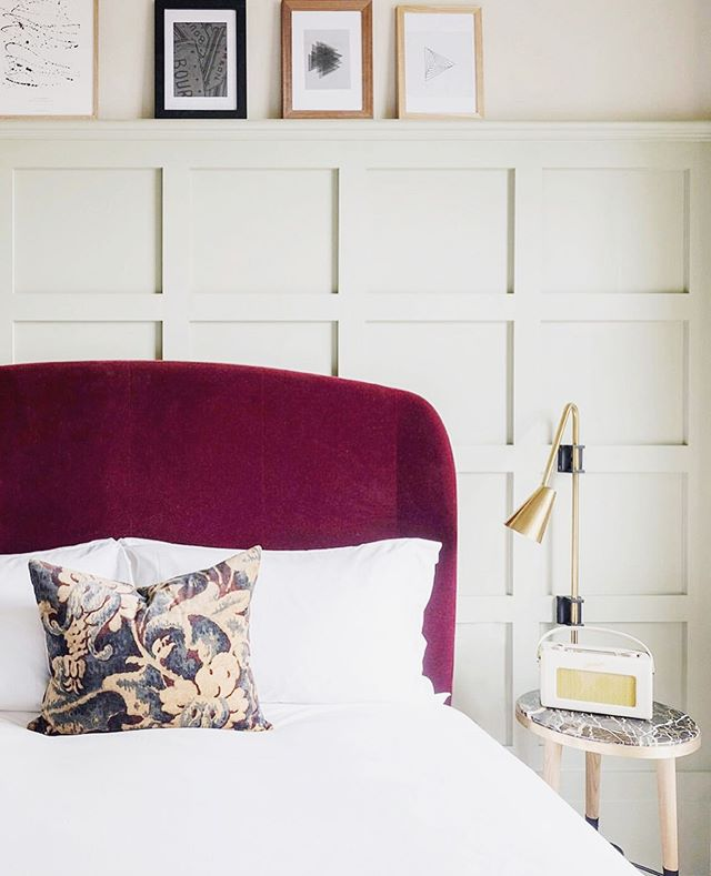 Taking lots of inspo, like LOTS, from the beautiful @thehoxtonhotel for our own space. I adore the sense of style, color, and creativity. Like sage and merlot? YUPPP. // 📷 @thehoxtonhotel // #interiordesign #bedroom #decor #hoteldesign #hospitalitydesign