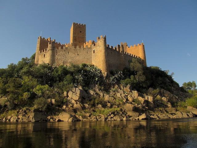 Castelo-Portugal-Almourol.jpg