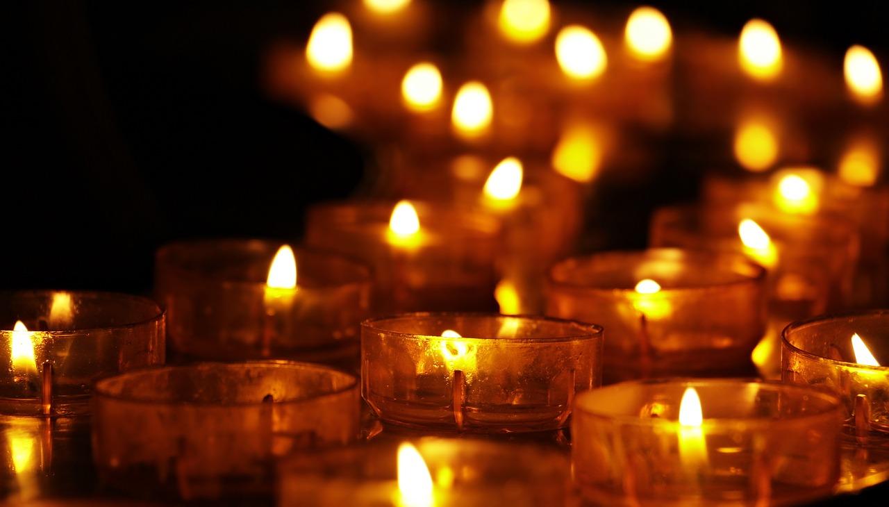 Image from https://pixabay.com/photos/tea-lights-candles-candlelight-3612508/