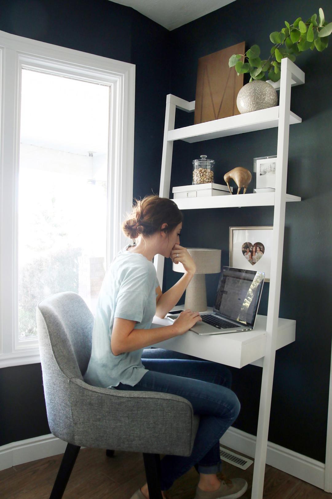 2f1507ee2d3c11b94b9eb43ab7d15372--small-office-spaces-work-spaces.jpeg