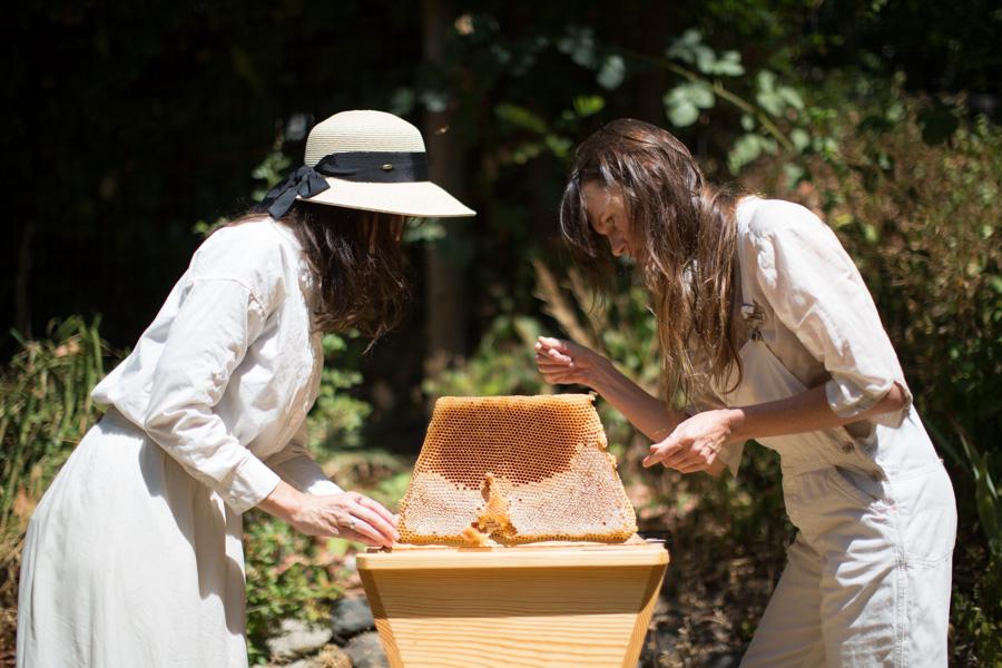 AriellaDaly_two-beekeepers-simon-weller.jpg