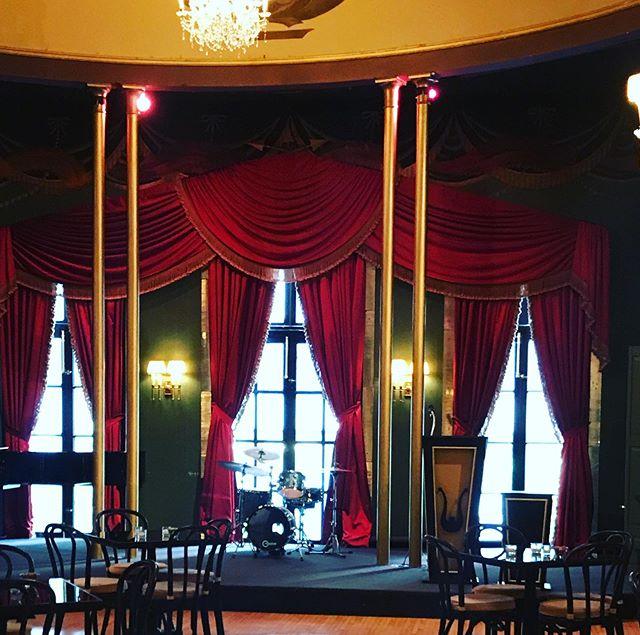 Breakbeats fancy! #casinoclubchicago #bellavocegala #bossanovatrio