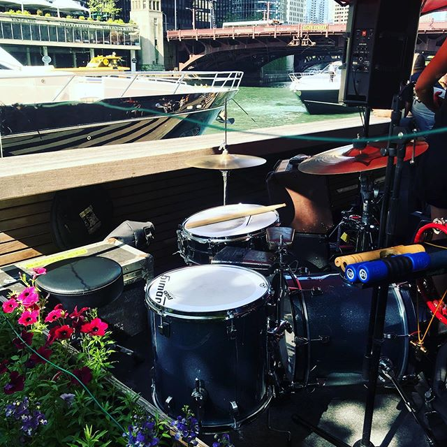 Drums, flowers, boats, and river. #citywinerychicagoriverwalk #sandraantongiorgi