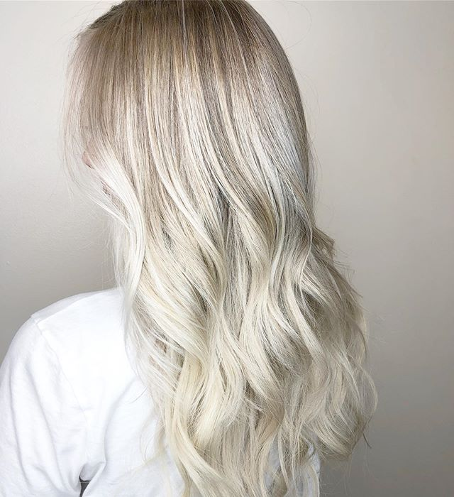 Another view of this fun makeover where we added 18 inches of length & a brighter blonde using @olaplex ✨Styled using Blond Absolu line from @kerastase_official and finished using @love_kevin_murphy Doo.Over texturizing spray