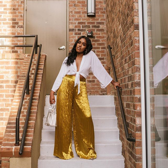 Living life like it's golden.  ____________________  Gold Pleats + White is now live on the blog. www.beessntl.com #BeEssntl✨