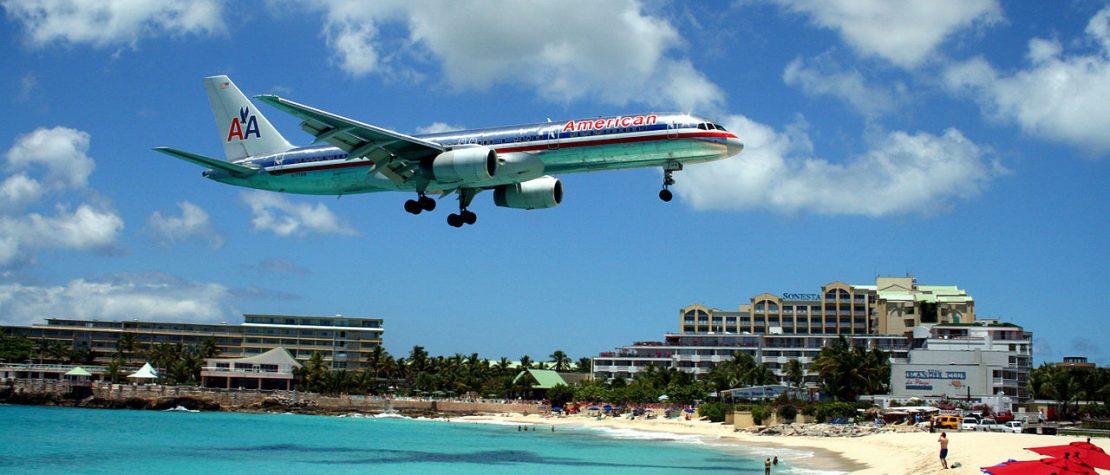 1280px-American_757_on_final_approach_at_St_Maarten_Airport-1110x475.jpg