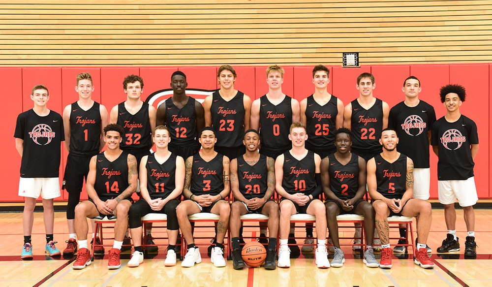 The EvCC men's basketball team, who went undefeated during the 2018-19 season // Courtesy Everett Community College