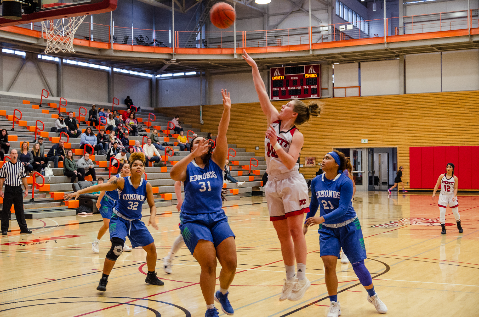 Everett's Morgan Marshall (10) goes up for a shot against Edmonds' Analiyah Matthews (31) at the Walt Price Fitness Center // Courtesy Simon Krane