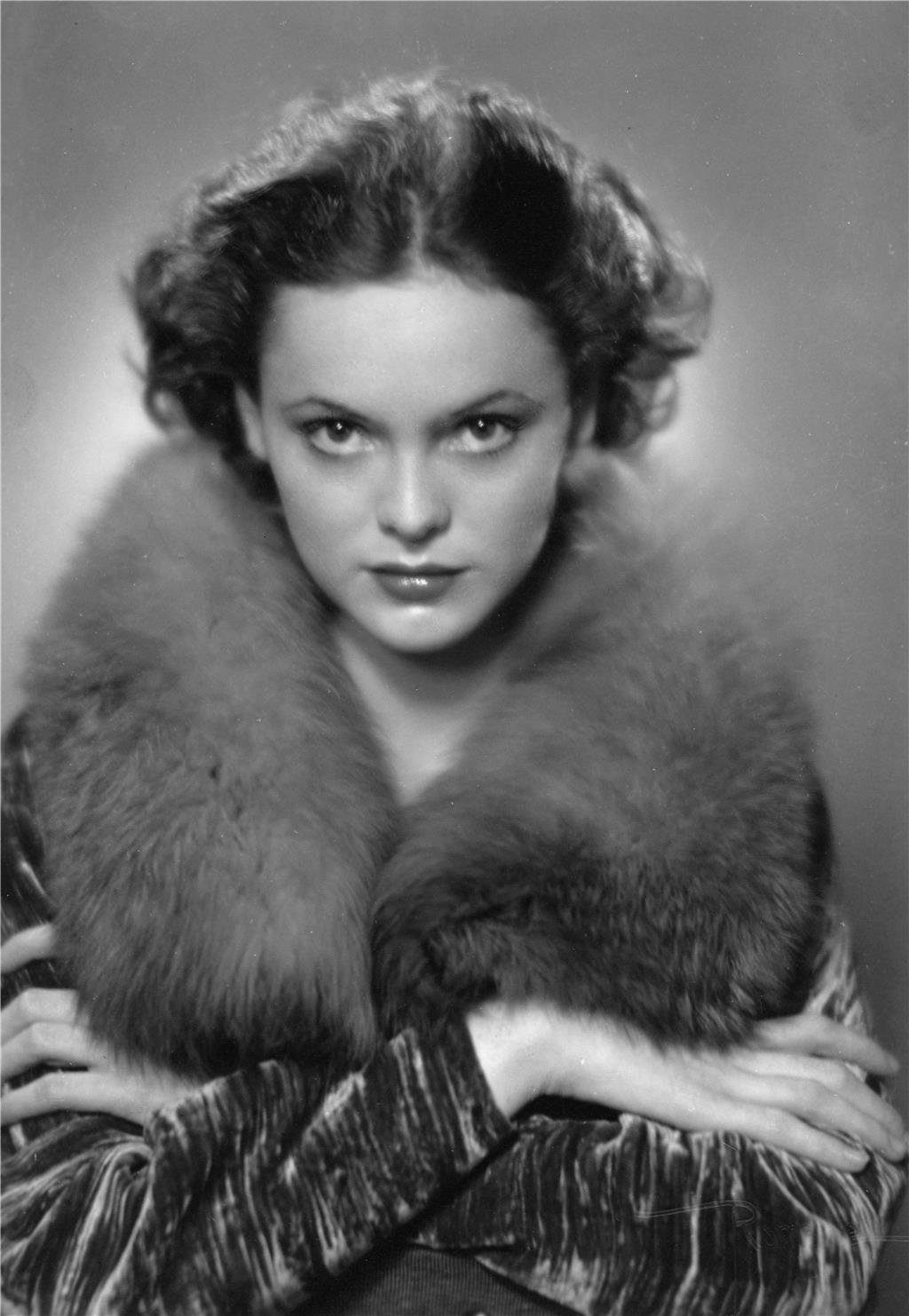 Photo of Nancy Coleman 1940s. Photo by Marjorie Duryee