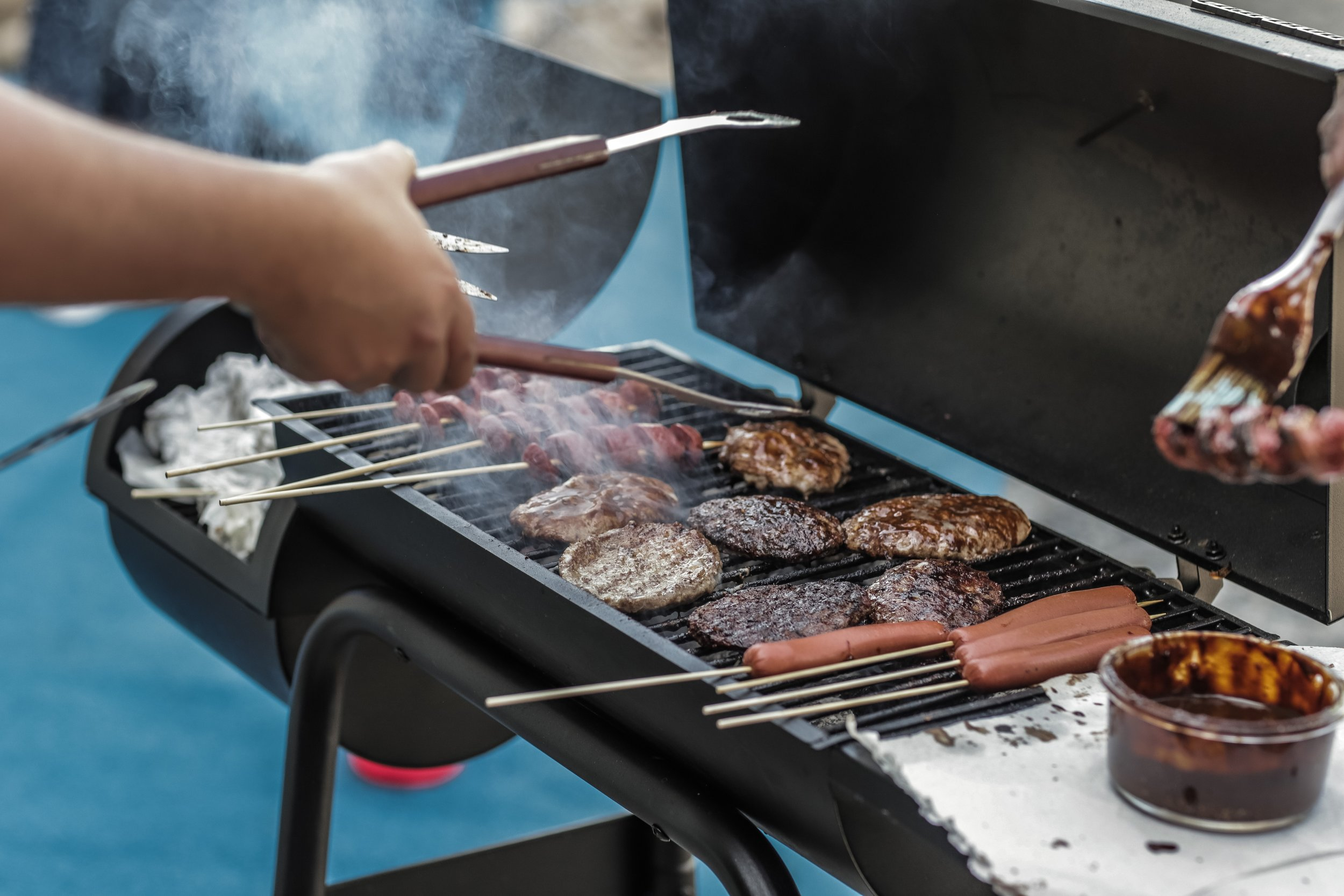 Nothing like grilling on the street // Via Unsplash