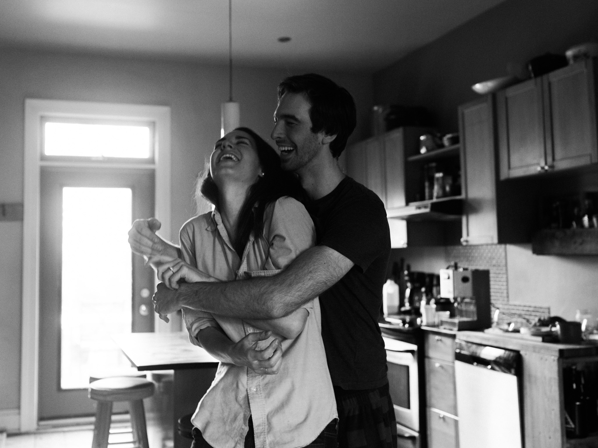 At-home-intimate-engagement-session-LC-38.jpg