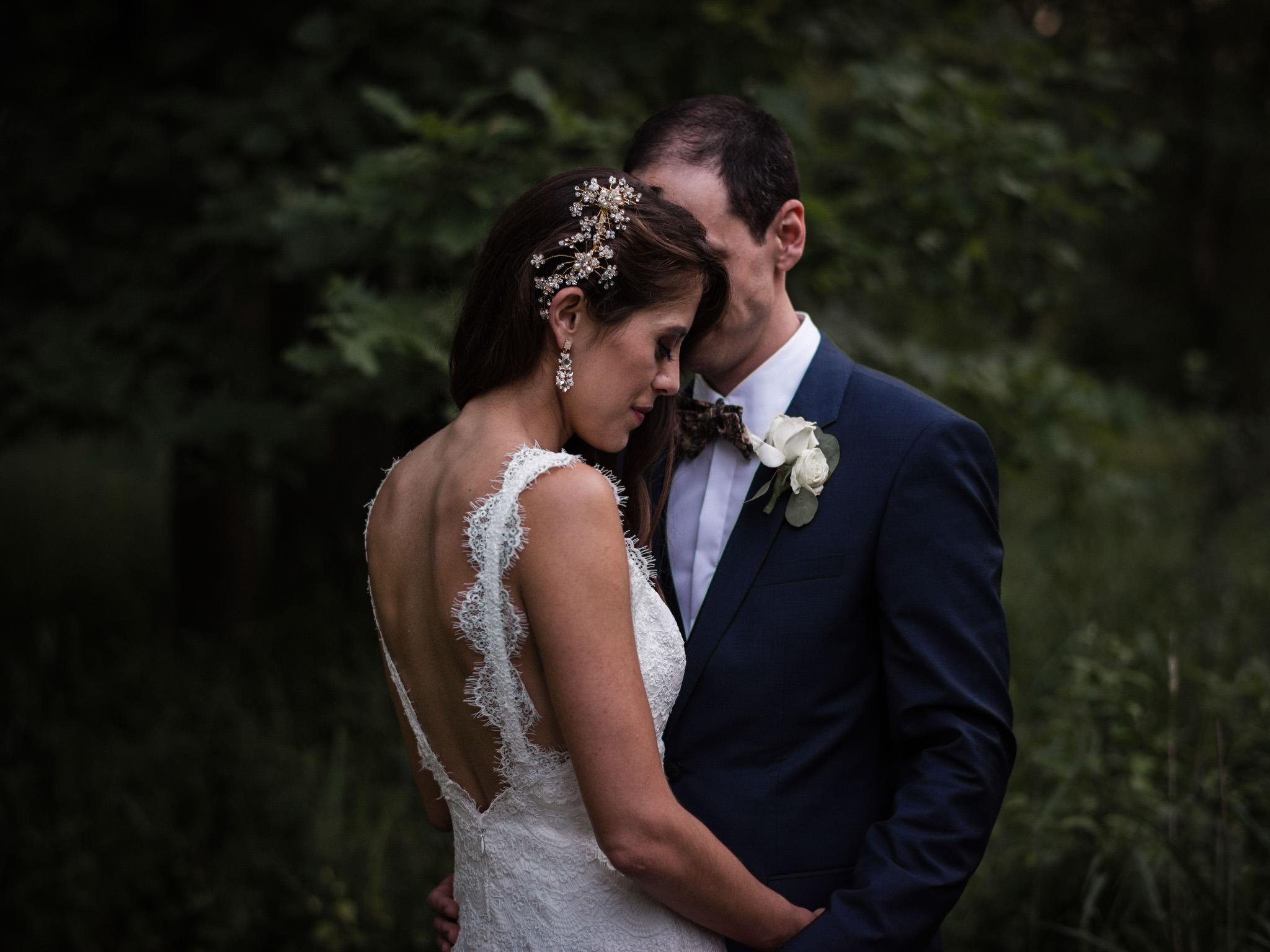 092-sydenham-ridge-wedding-bride-groom-portraits-toronto-wedding-photographer.jpg