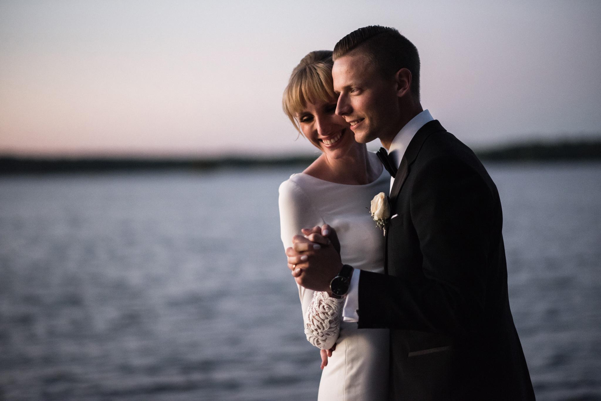 013-romantic-toronto-wedding-photographer-ontario-cottage-sunset.jpg