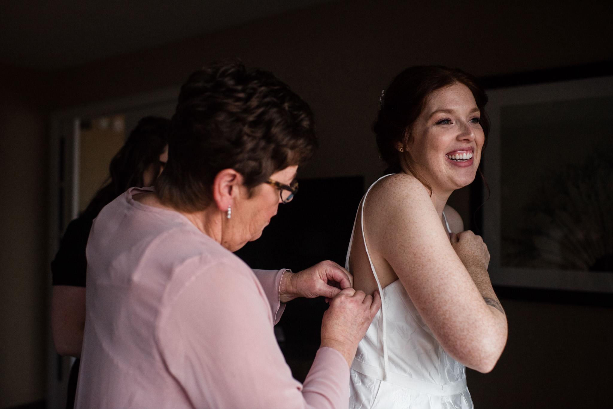 138-wedding-couple-getting-ready-toronto-hotel-rainy-day-photographer.jpg