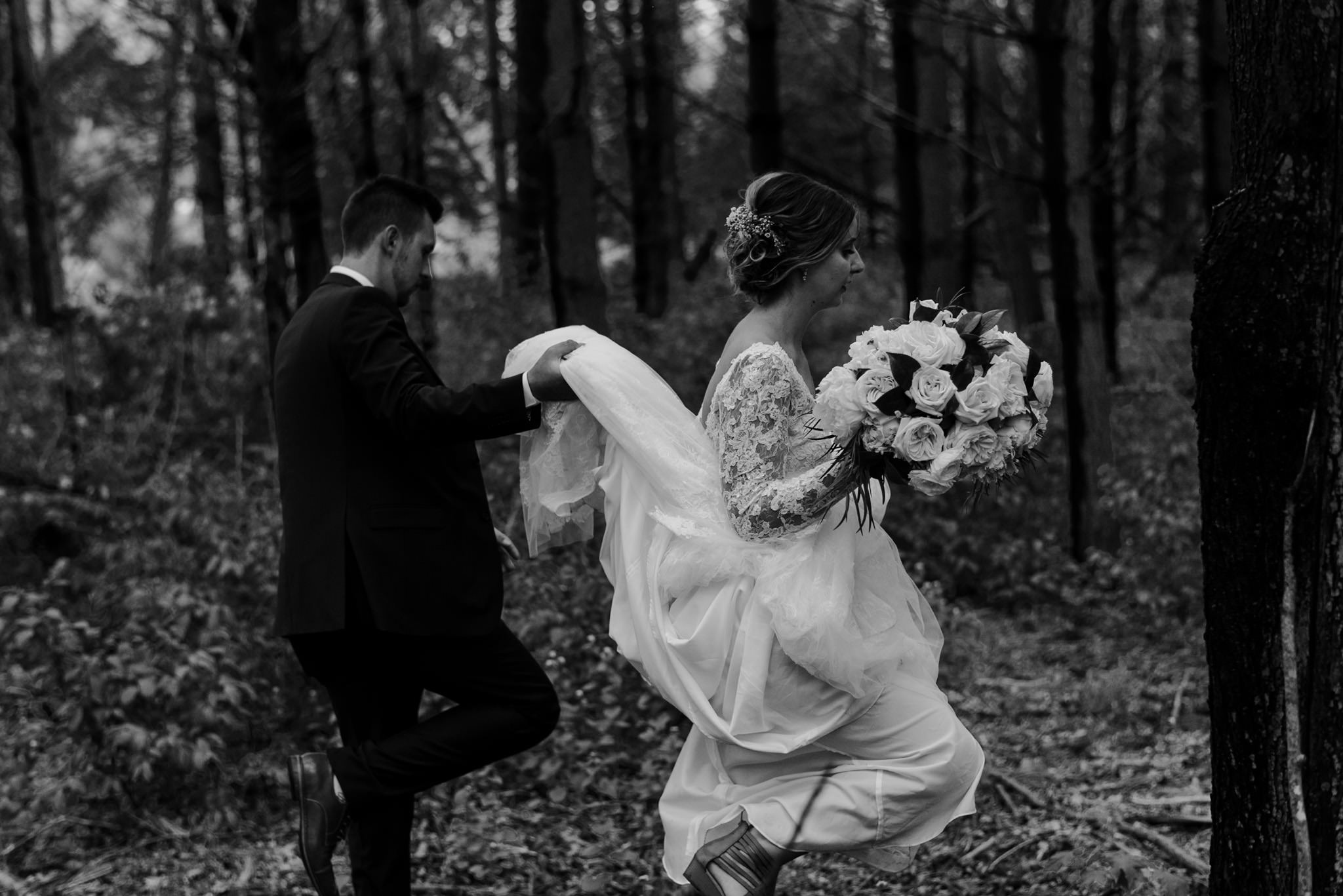 157-forest-wedding-couple-photos-long-sleeve-lace-dress-toronto.jpg