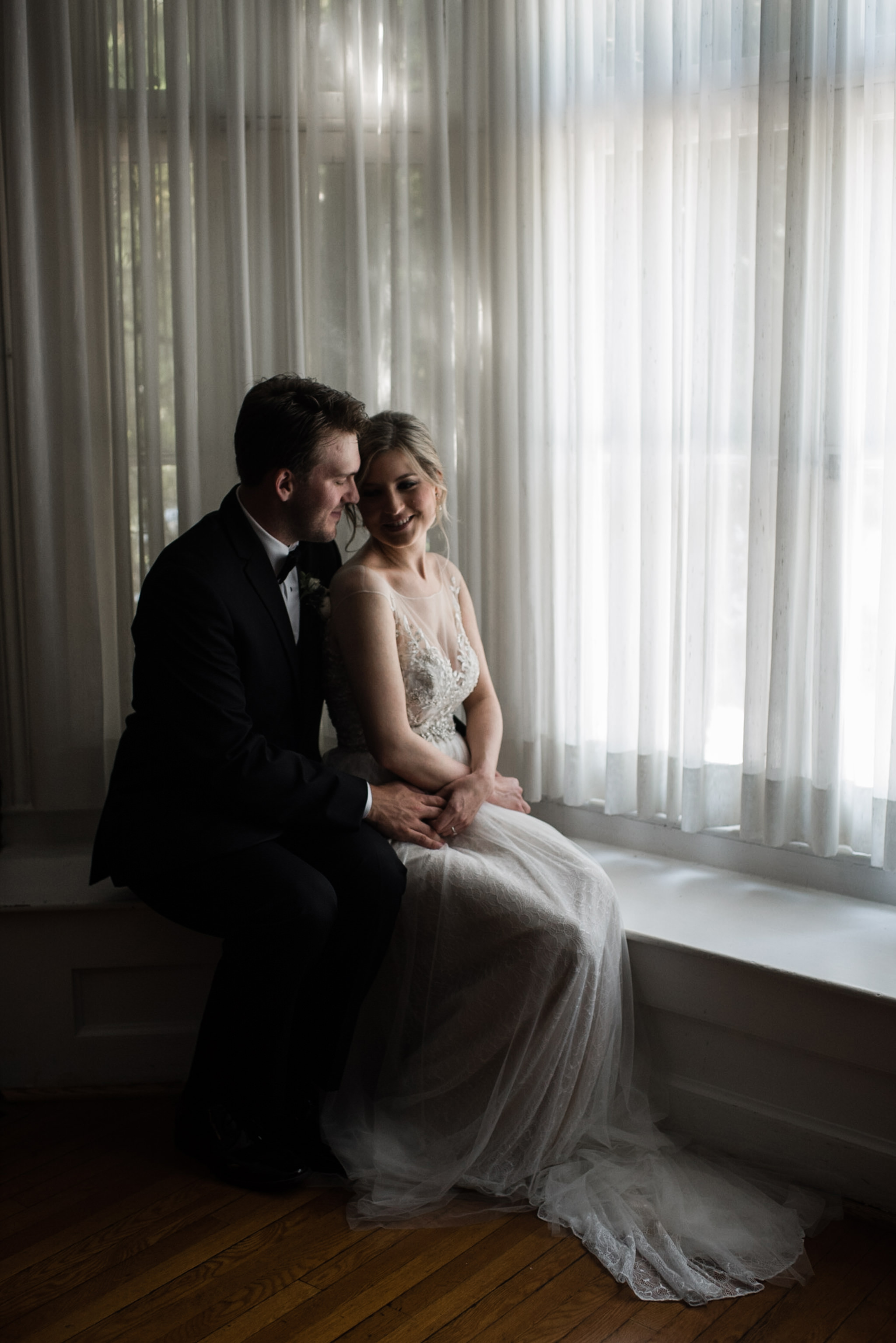 272-elegant-bride-portraits-indoors-wallpaper-toronto-photographer-penryn-park.jpg