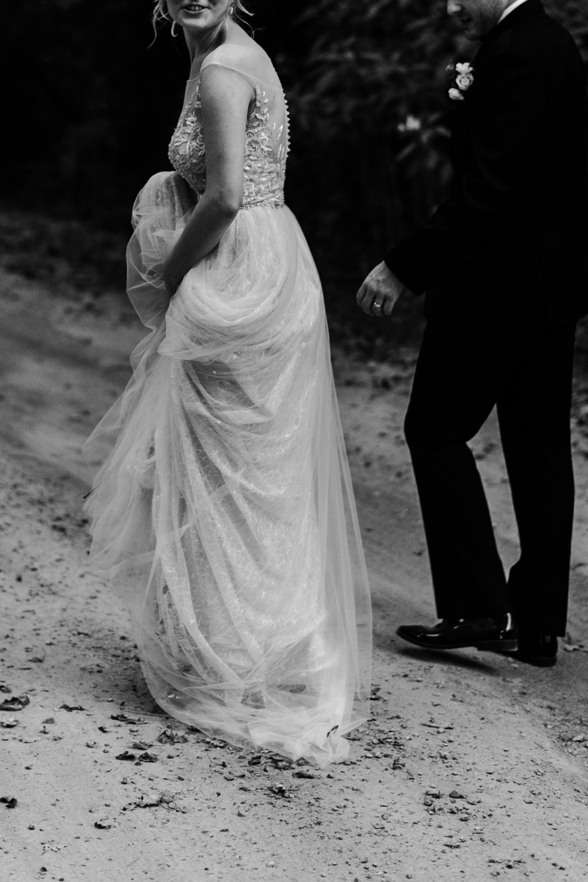 226-elegant-wedding-dress-couple-portraits-penryn-park-toronto-photographer.jpg
