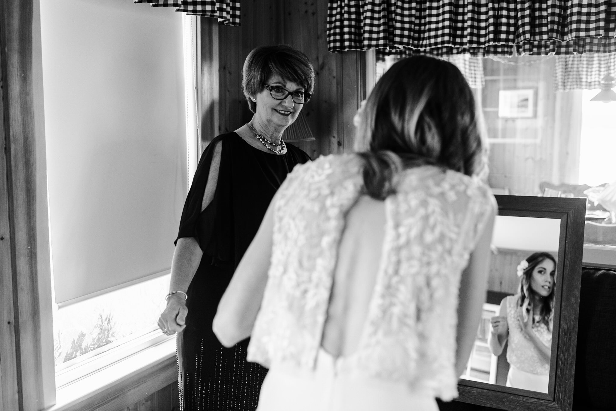241-sisters-bride-getting-ready-candids-toronto-wedding-photography-new-brunswick.jpg
