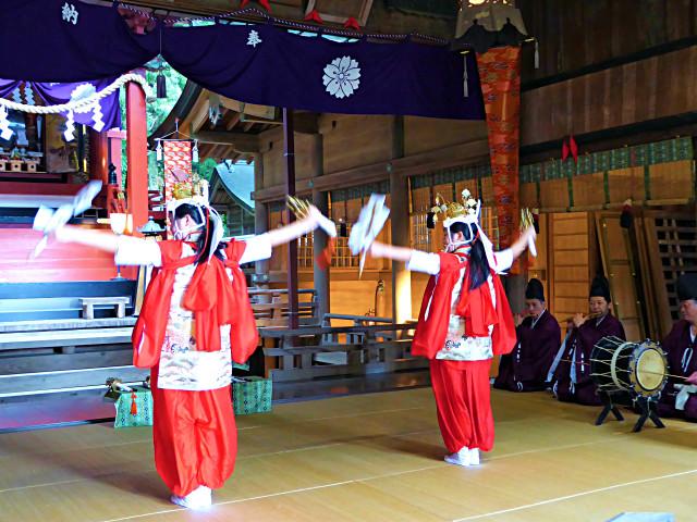 'Chigo no Mai'(Children's Dance) being performed to dedicate to the 'Odaidai' festival of Kawaguchi Asama Shrine