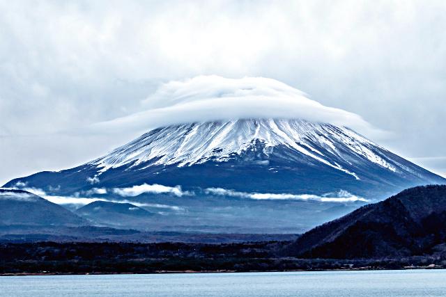 yamanashi-Scenery_of_early_winter(View_from_Lake_Motosu)-s_1.jpg