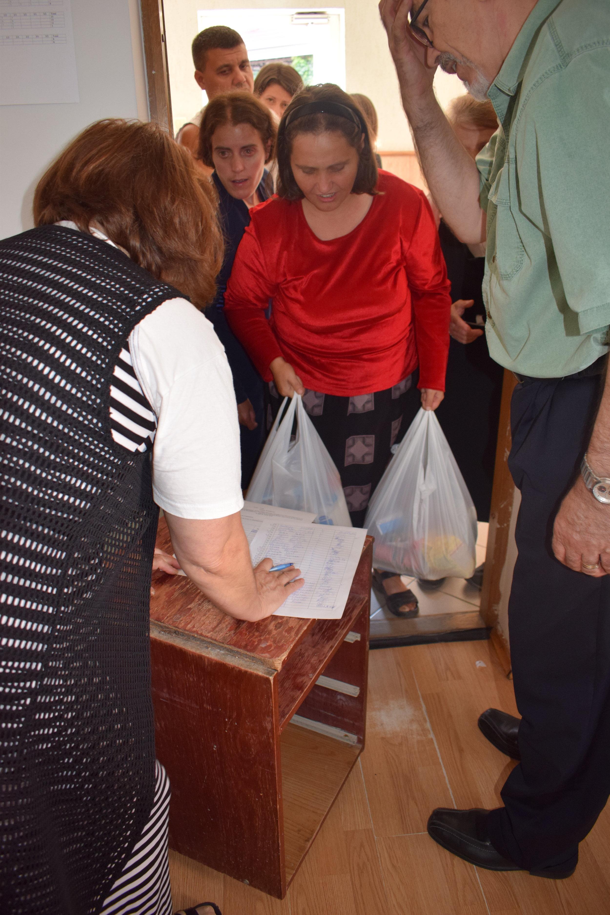 Distribuirea de Alimente Chisinau.JPG