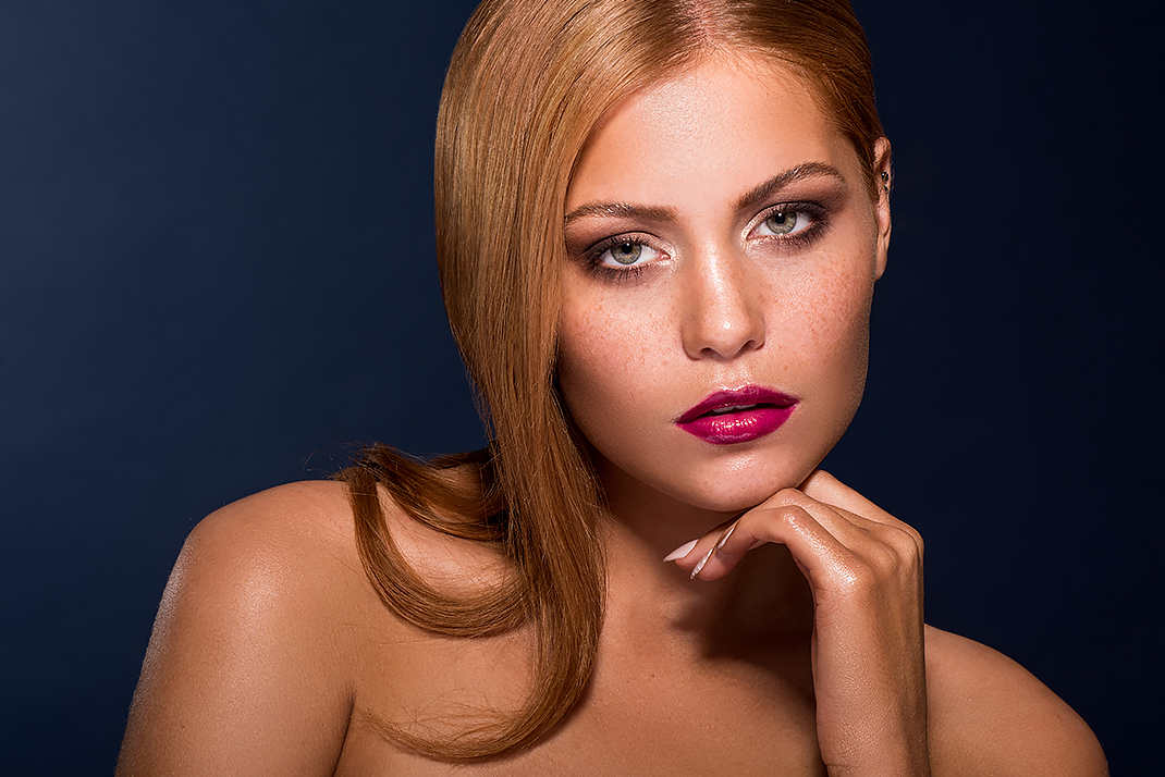 Redhead pink lips makeup by Agne Skaringa Beauty add by Tomas Skaringa gloss lips .jpg