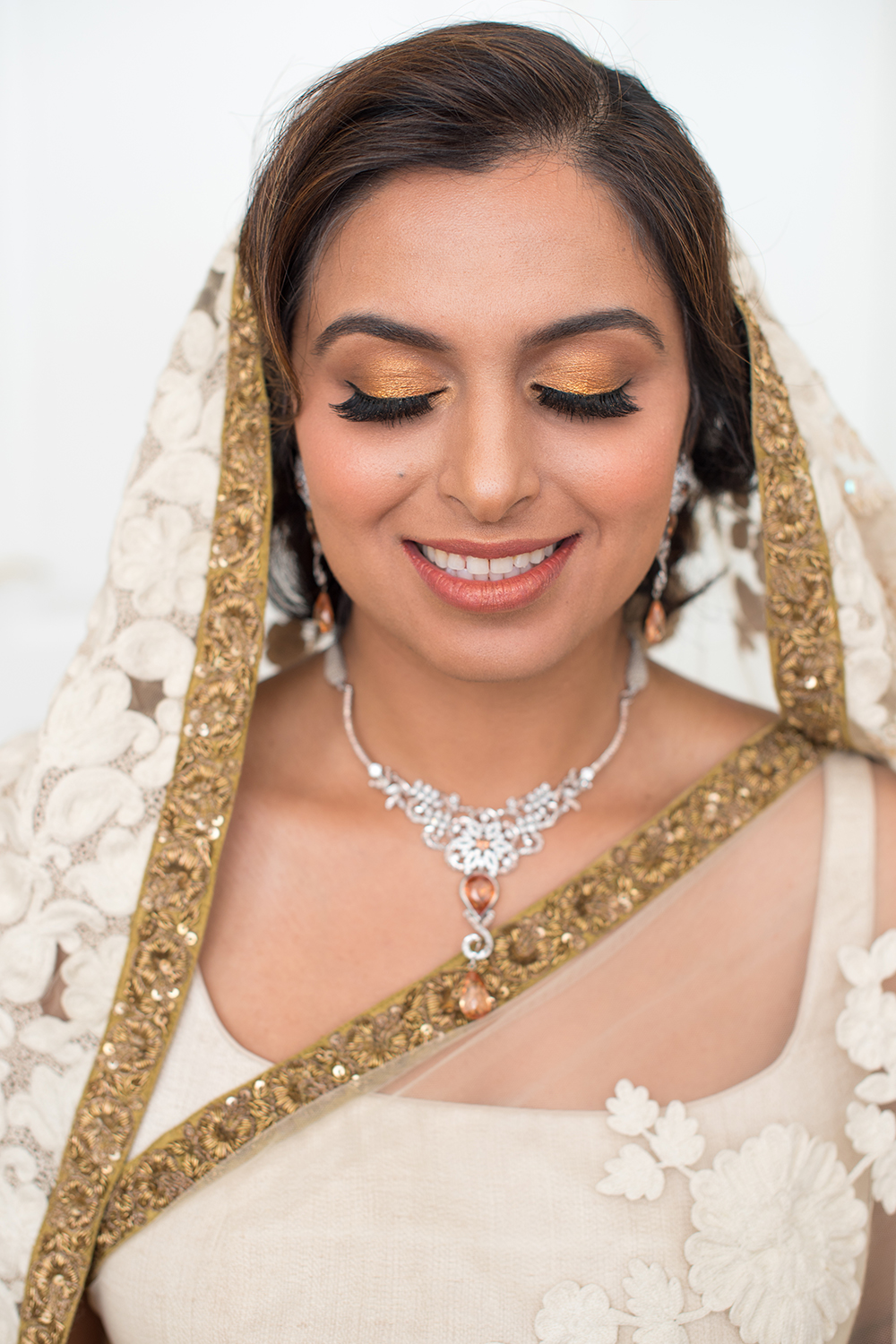 airbush Indian bridal makeup eyes gold glitter bronze by Beauty Affair Agne Skaringa copy.jpg