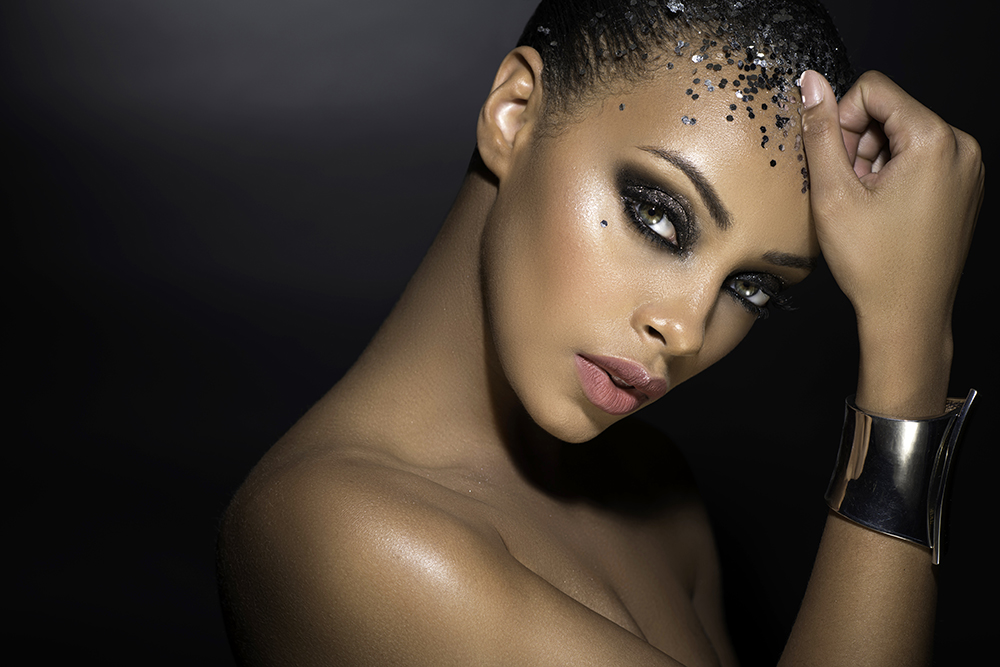Silver Glitter celebration makeup eyes black M beauty Agne Tomas Skaringa Lauren.jpg