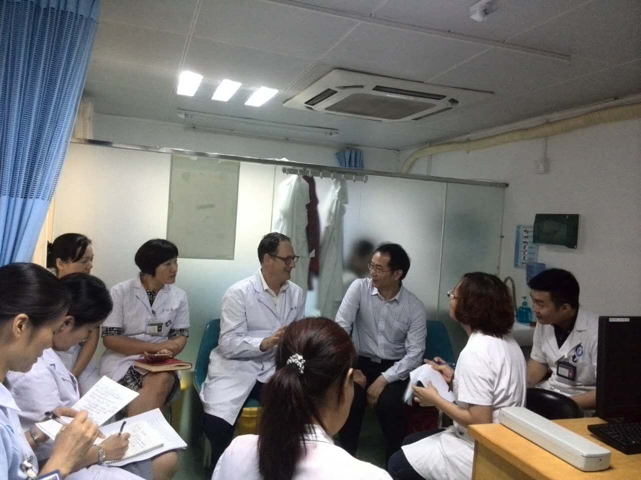 Discussing the patient in between consultations