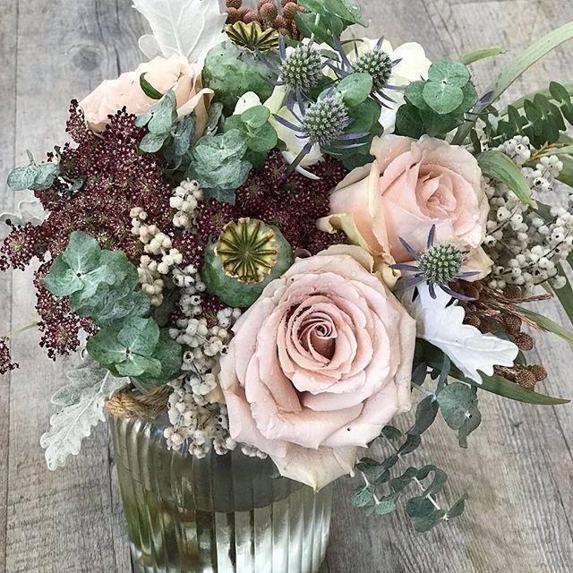Love this arrangement #goldcoastflorist #floristlife #goldcoastflowers #florists #paradisepointflowers #paradisepointflorist #paradisepoint #goldcoastflorist #roses #wedding #goldcoastweddings