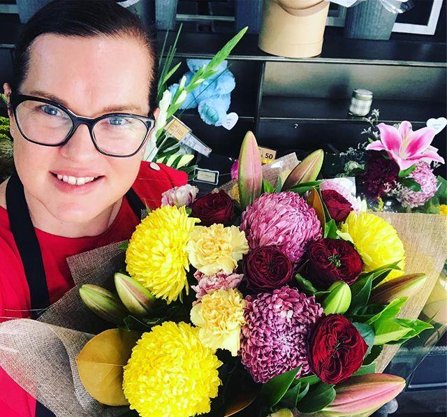 FRIDAYS #goldcoastflorist #floristlife #goldcoastflowers #florists #goldcoastflowersdelivered #paradisepointflorist