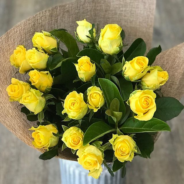 Beautiful yellow rose bouquet #goldcoastflowersdelivered #paradisepointflowersdelivered #goldcoastflowersdelivered #goldcoastflorist #goldcoastflowers #rose #paradisepointflorist