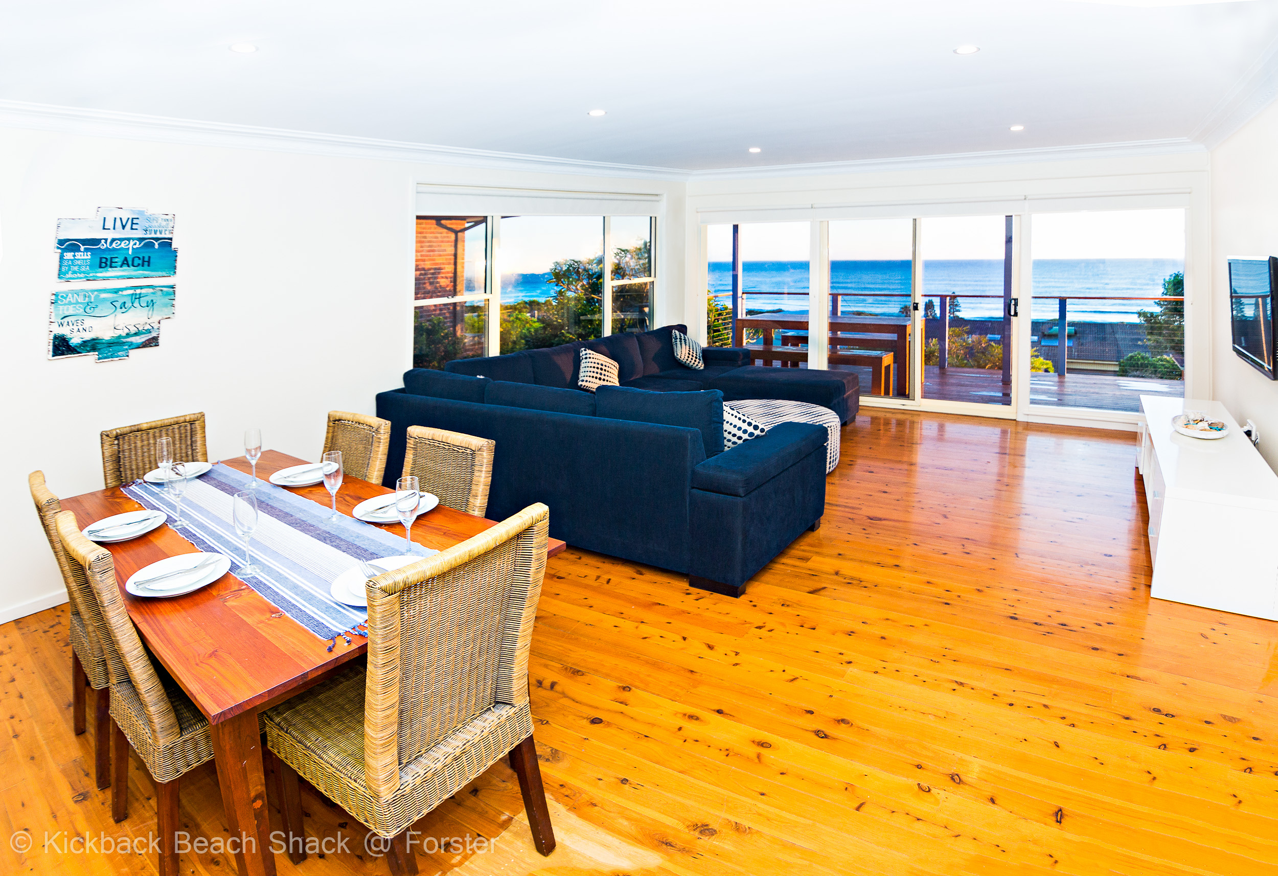 Forster-Accommodation-and-Pet-Friendly-Holiday-House-NSW-dine-and-live