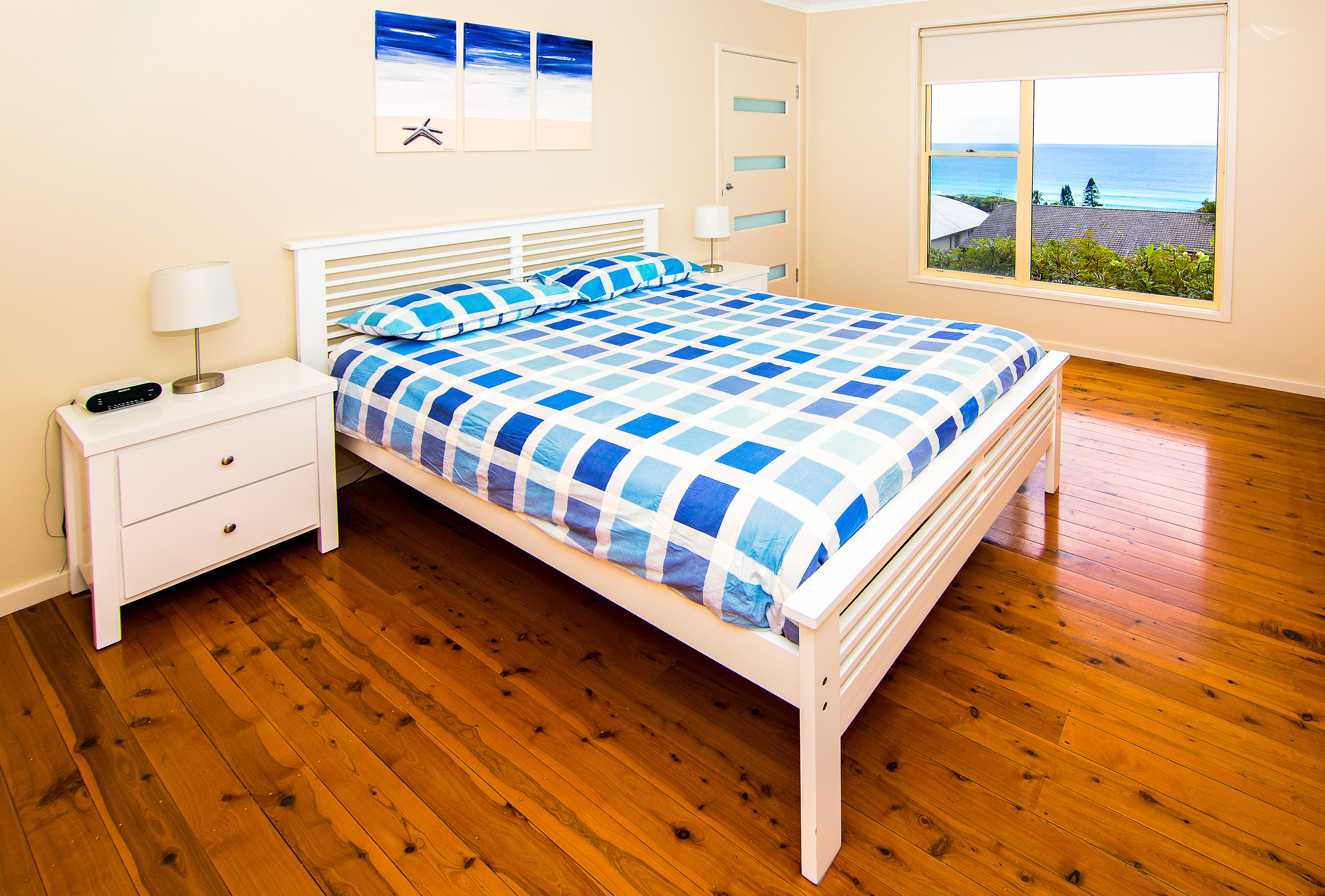Forster-Accommodation-and-Pet-Friendly-Holiday-House-NSW-roomy