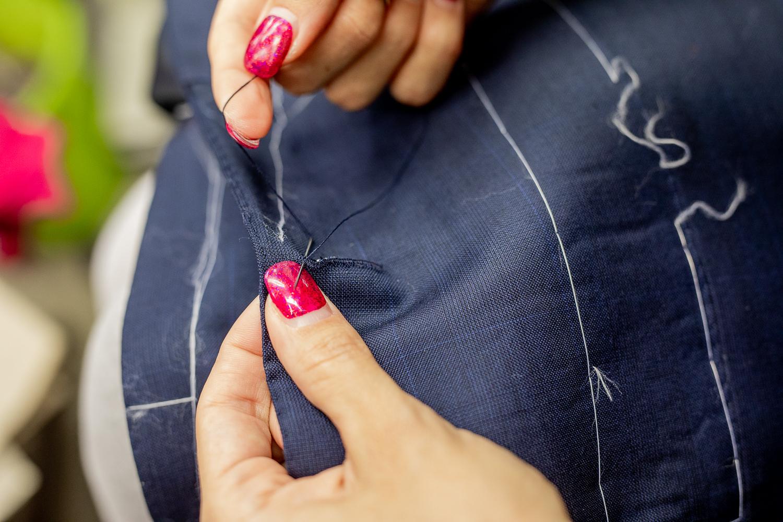 hochwertige Knopflöcher Anzug.jpg