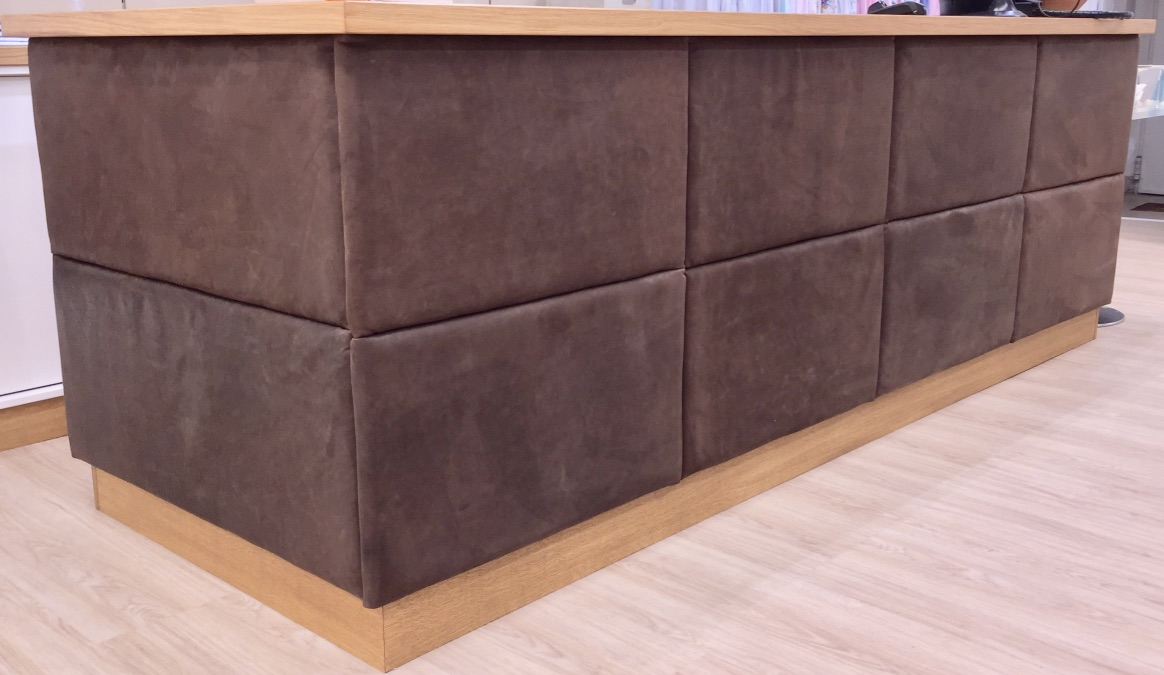 Detail picture of the soft touch natural leather front upholstery of the counter. The fillings of the coffered leather parts contents pure sheep wool, hemp- and flax fibre..