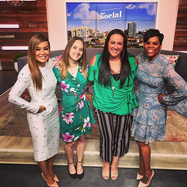 Look what I did yesterday!! Sad when they didn't recognize me after all those years of watching them and becoming bffs in my mind ;) #thesocial These ladies have kept me sane since becoming a mama and starting to work from home. Every day, a quick dose of politics, sprinkled with current events, a dash of pop culture and fast forward through the beauty segments (other than Erika Waaaark of course)... keeps me feeling like part of civilization! So fun to actually meet them