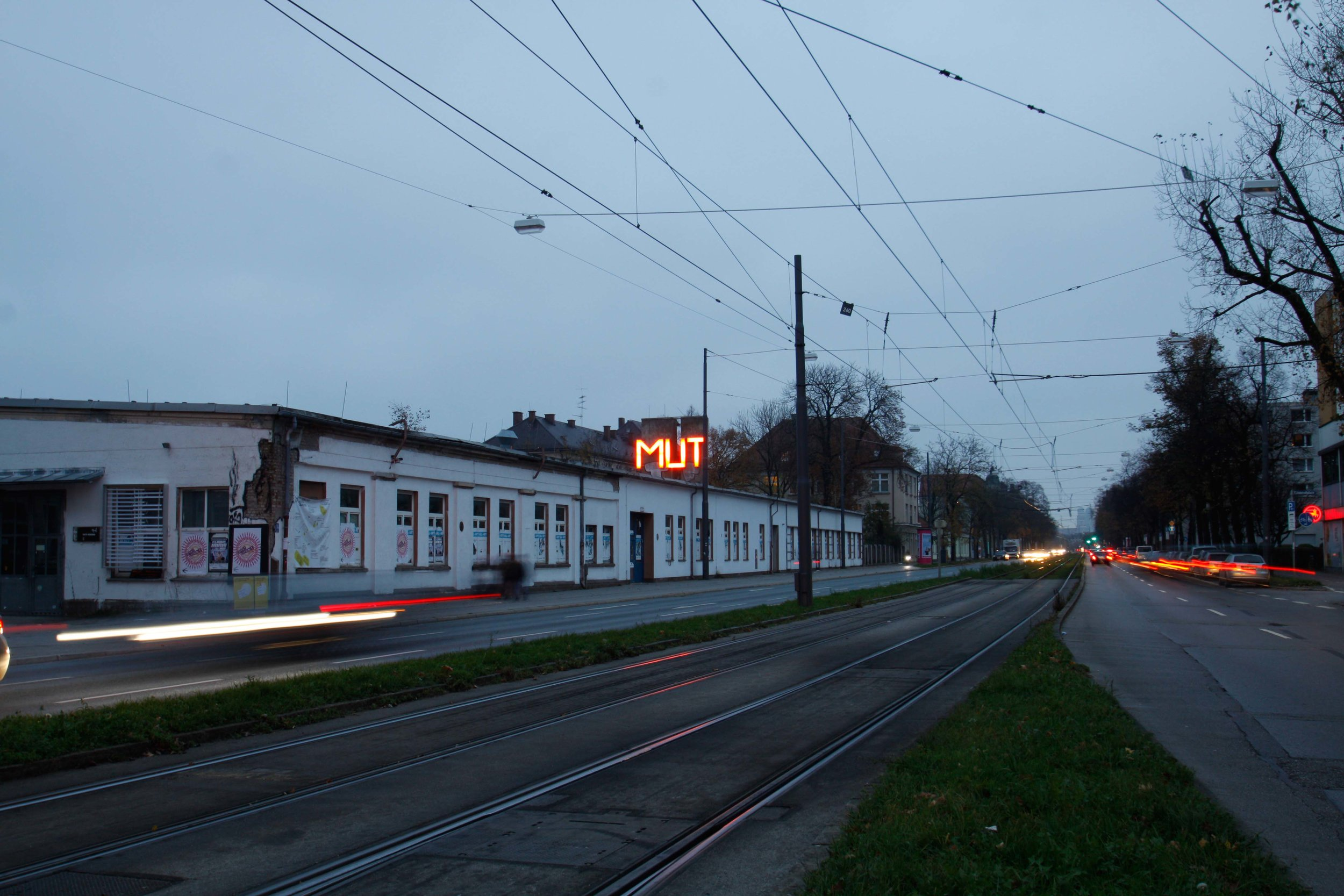 """MUT"" von Boris Maximowitz, UNDER(DE)CONSTRUCTION, Federkiel"