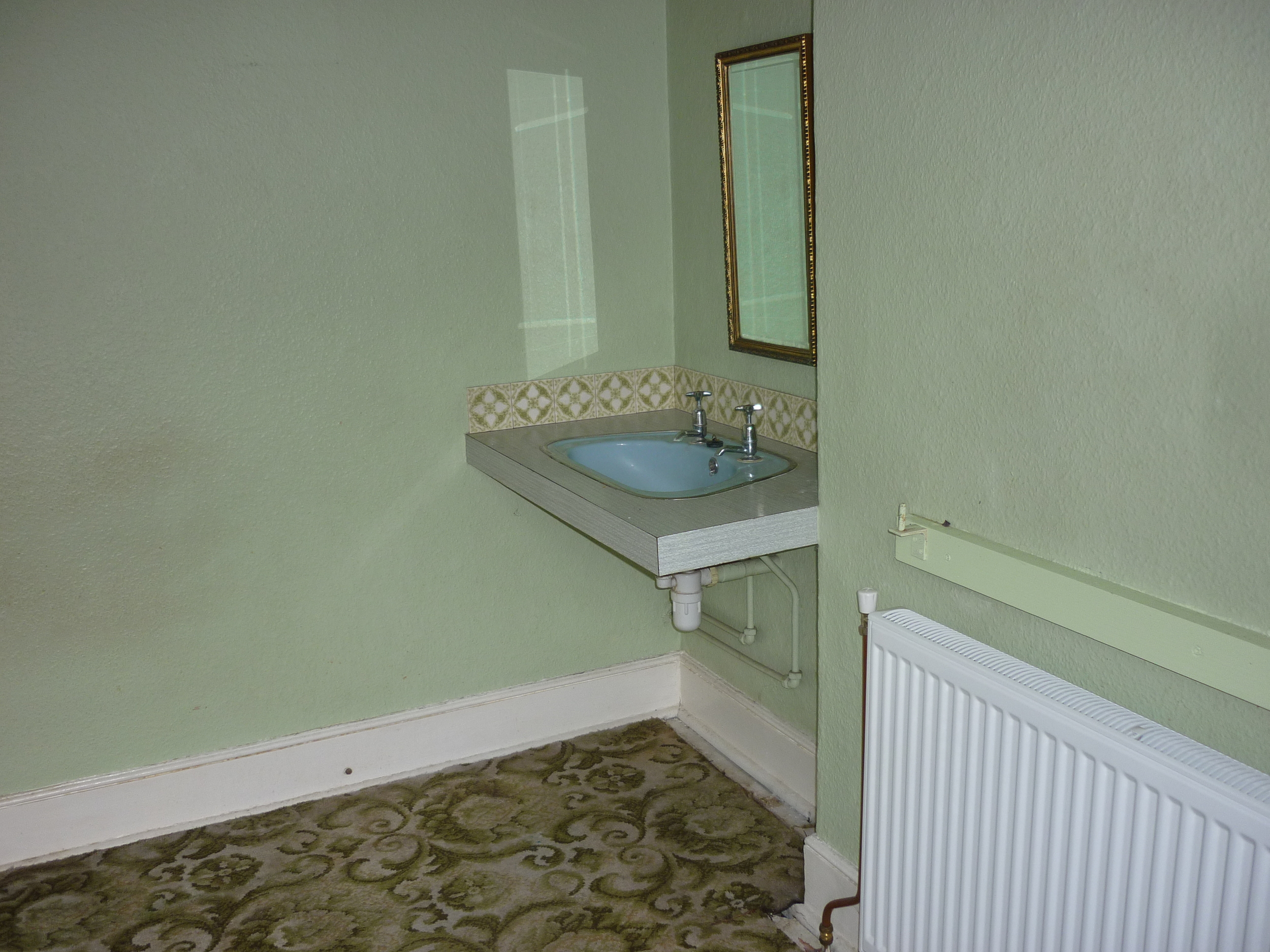 sink-in-bedroom.JPG