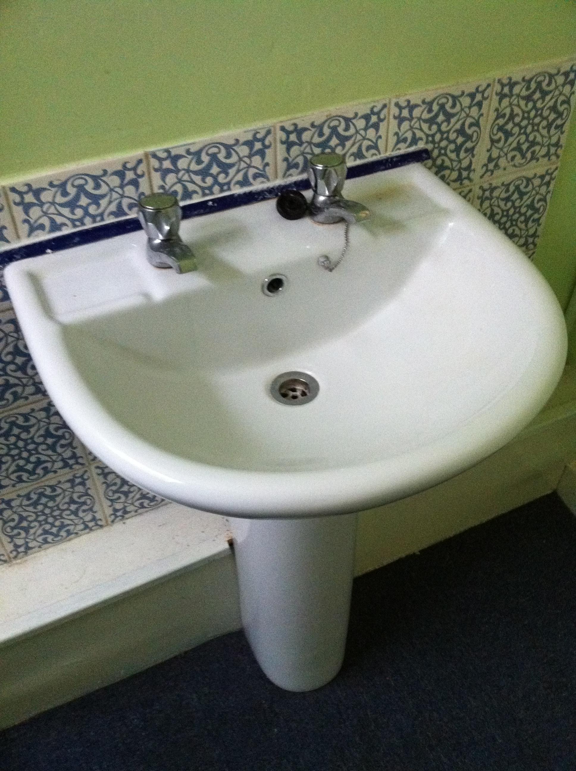 bathroom-before.JPG