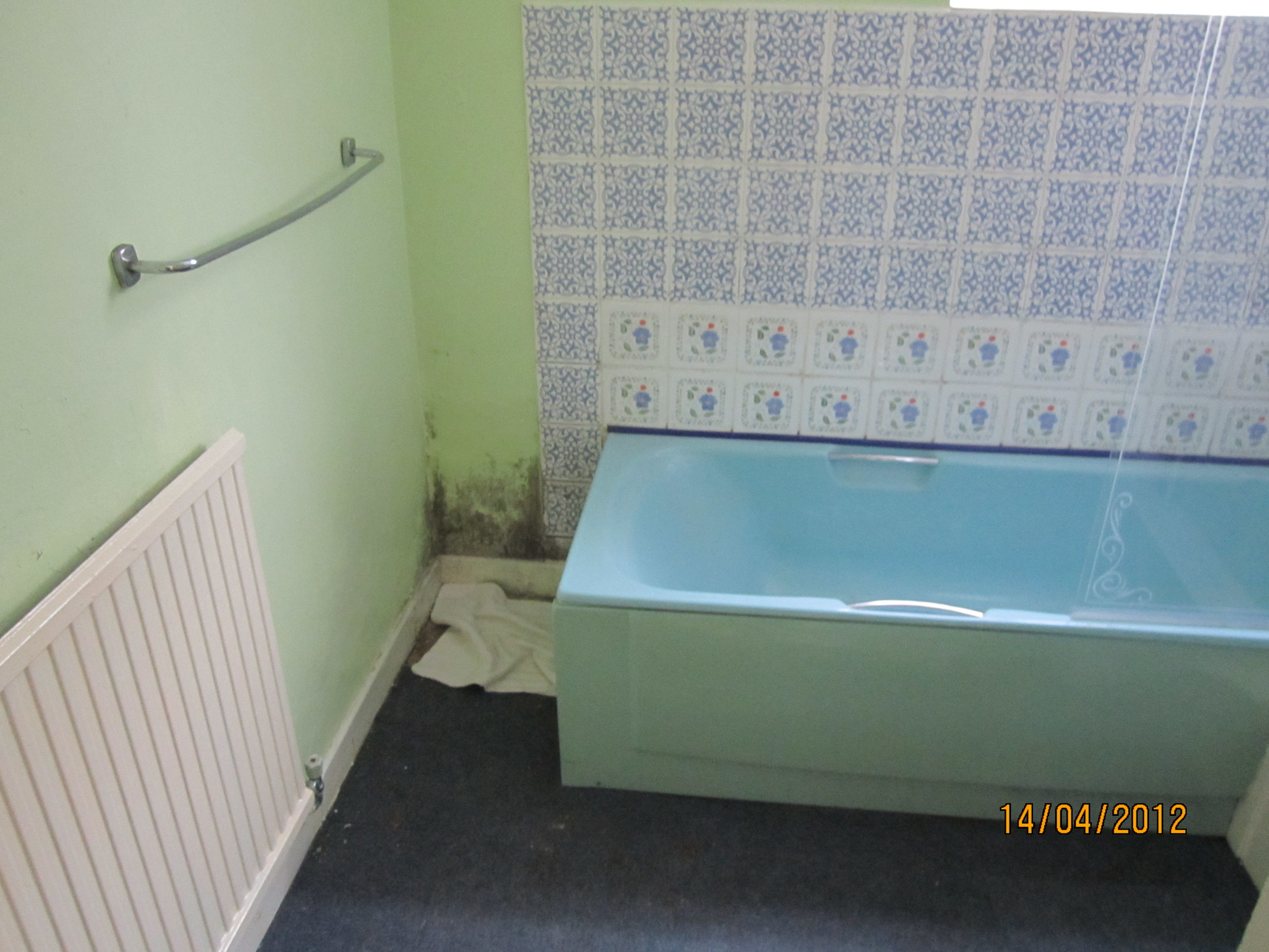 old-bathroom-suite.JPG