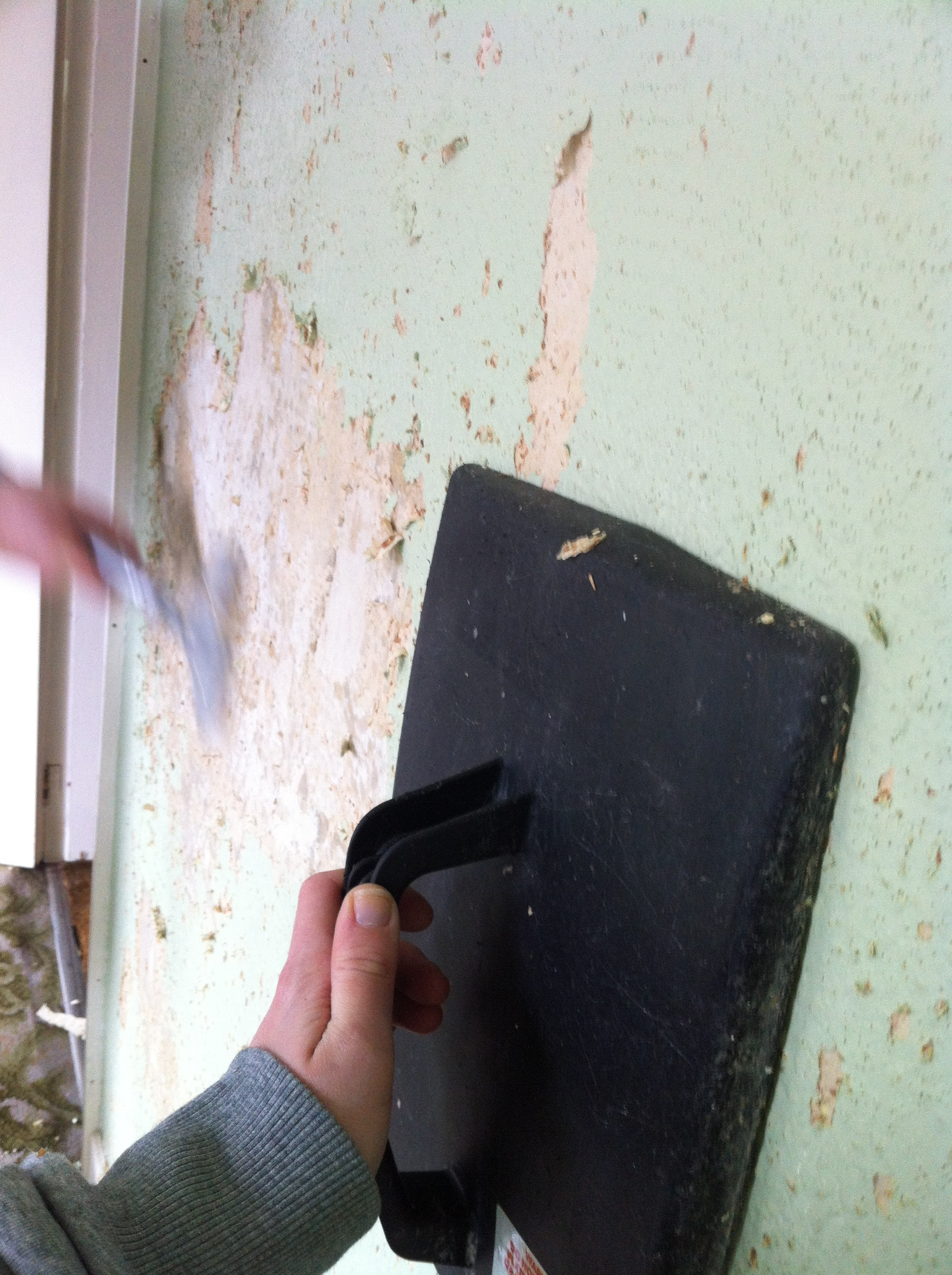 removing-woodchip.JPG