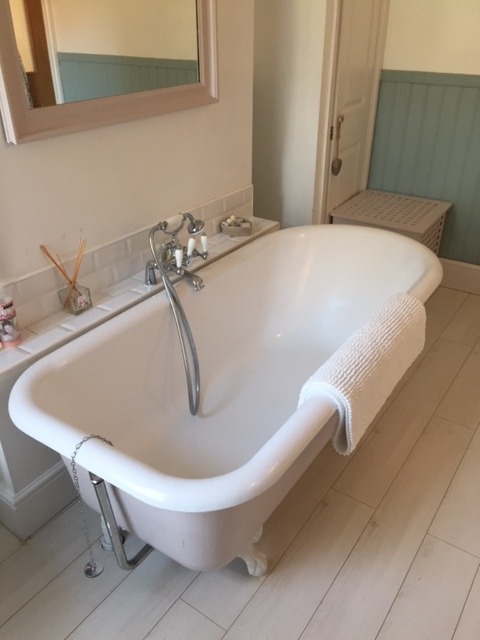 cast-iron-bath.JPG