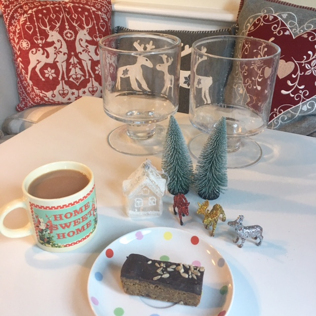 Crafternoon essentials: Tea & a chocolate flapjack!